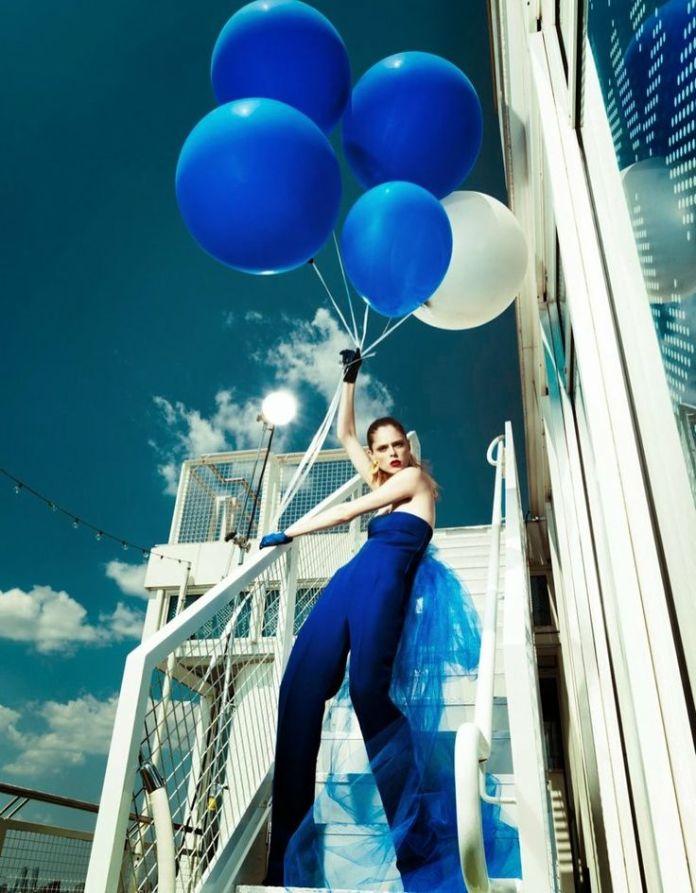 Coco Rocha, blue balloons, Vashi.com, blue trend